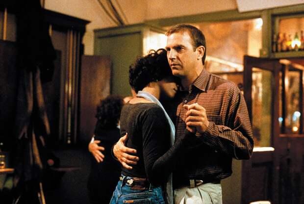 «Телохранитель», где снималась Уитни Хьюстон, получит новое кинопрочтение