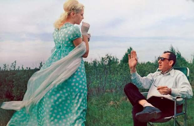 Владимир Басов и Валентина Титова на съемках фильма *Метель*, 1964   Фото: 7days.ru