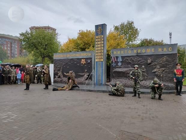 Монумент «Слава ВДВ» открыли в Ижевске в День оружейника