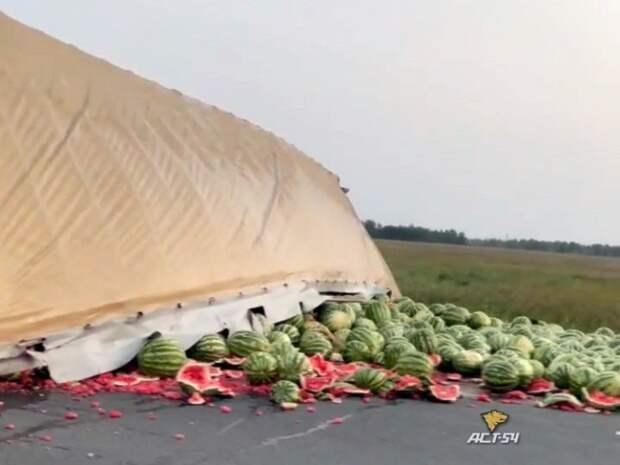 Лобовое столкновение легковушки и фуры с арбузами в Убинском районе. Есть погибшие