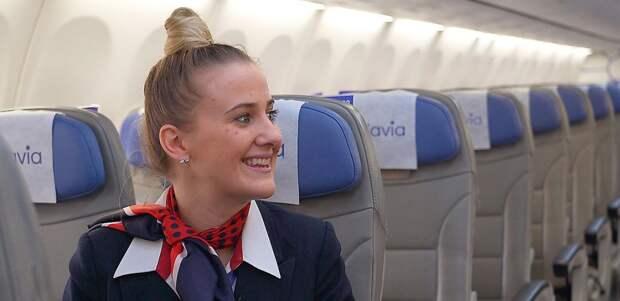 «Был секс в самолете?», «А дверь может открыться в небе?», «Скидки есть?». Задаем дурацкие вопросы стюардессе