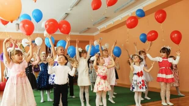 В Красноярске воспитатель детсада попросила не приводить девочку с нарушениями речи на праздник