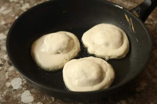 Когда хочется беляшей, но не хочется возиться с дрожжевым тестом, готовлю их так: быстро и не менее вкусно