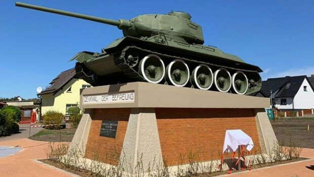 Военные отреставрировали больше 1 тыс памятников в ЦВО к 9 мая