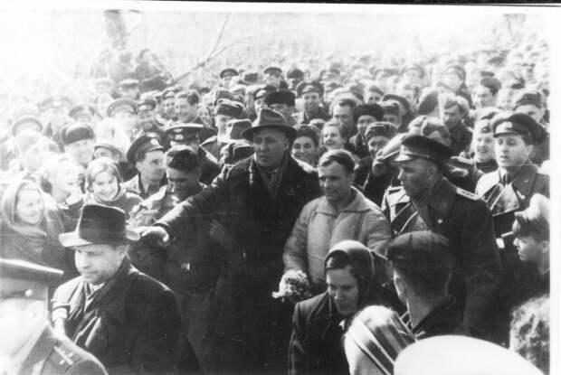 День, который потряс мир: первые часы Юрия Гагарина на Земле