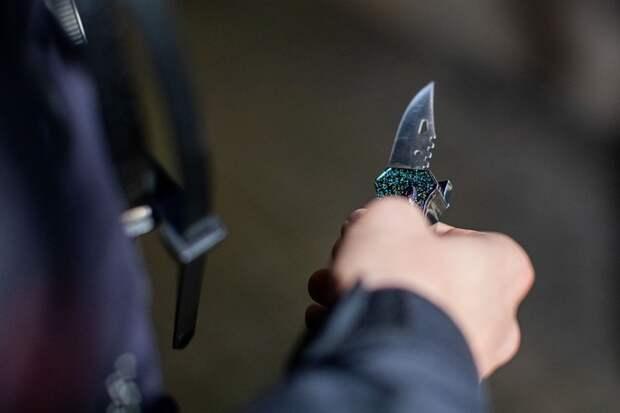 Житель Челябинска напал с ножом на полицейских