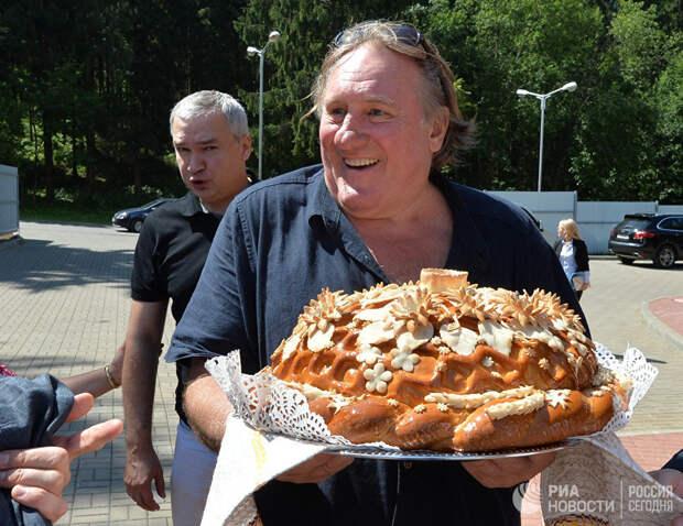 Актер Жерар Депардье в оздоровительном центре Сосновая в Минской области
