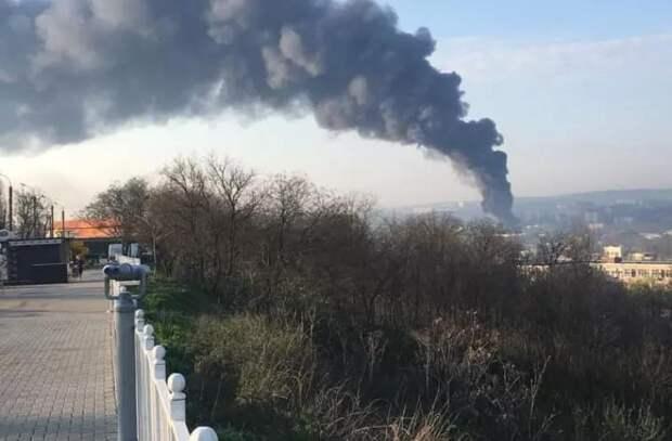 Пожар в столице: горит склад краски