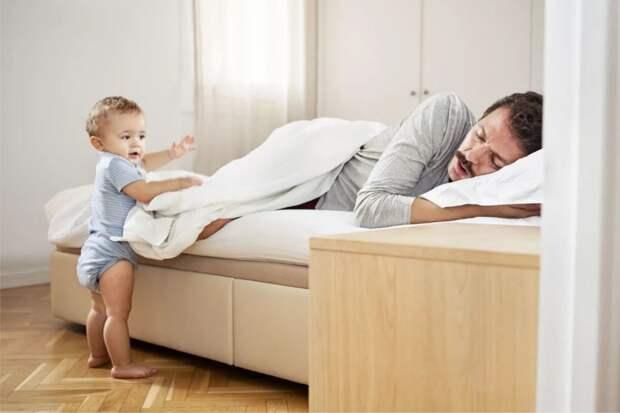 Муж сел в декрет и не справляется, да еще и в обидках: «Я целый день с ребенком, и дом на мне, а ты не ценишь»