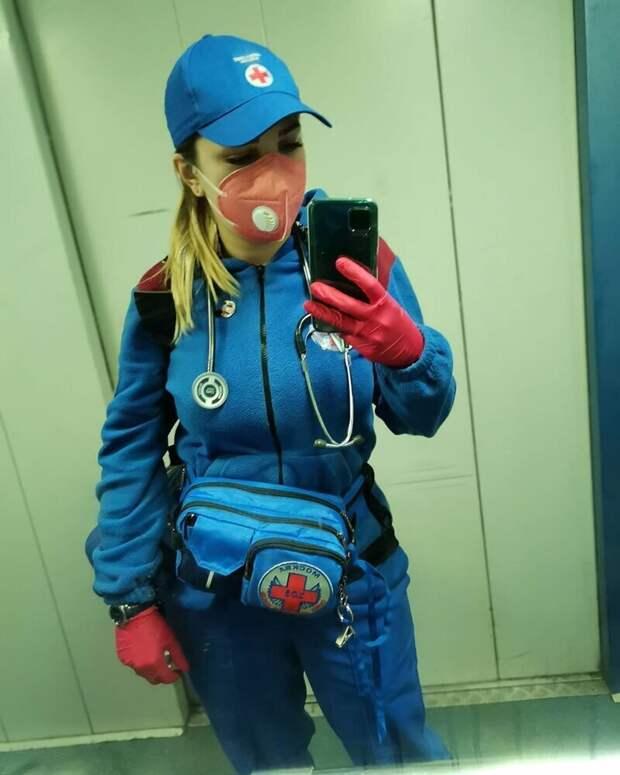 Очаровательные врачи скорой помощи, которые ежедневно борются сCOVID-19