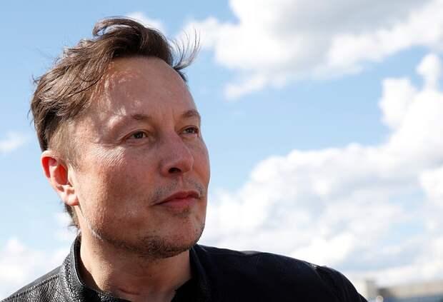 Илон Маск потерял вторую строчку в списке самых богатых людей мира по версии Bloomberg