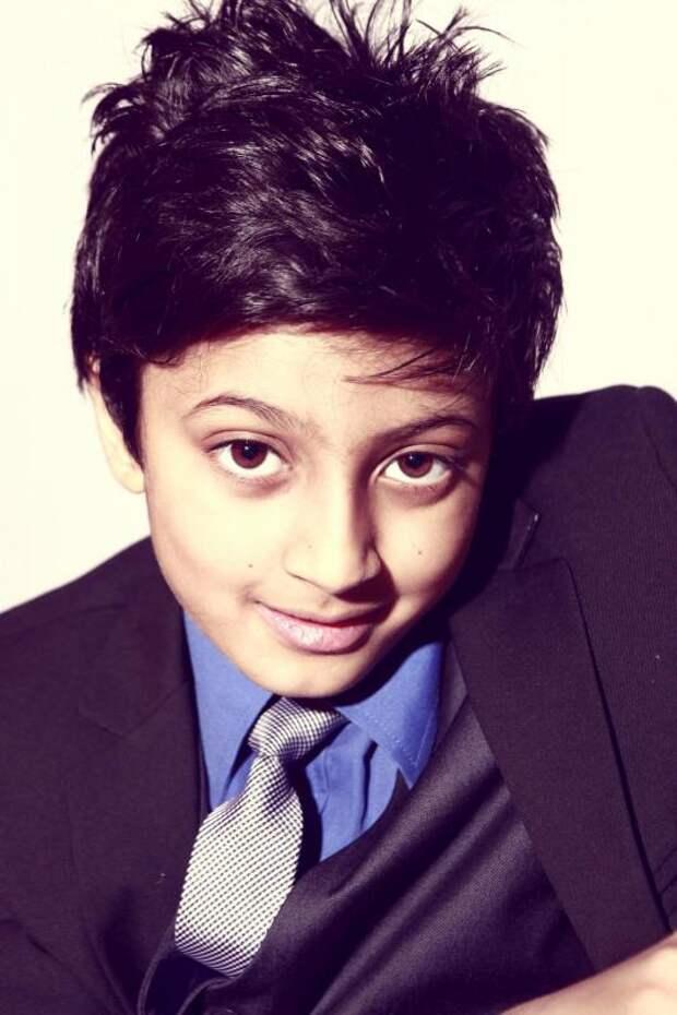 Индийский мальчик оказался умнее Эйнштейна и Хокинга
