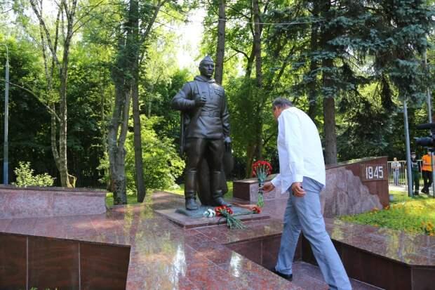 Отреставрированный памятник «Воину-Победителю» открыли в Кузьминках при поддержке Петра Толстого. Автор фото: Александр Чикин