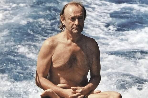 Амулет царя Соломона трое суток спасал от акул ученого, вплавь сбежавшего из СССР