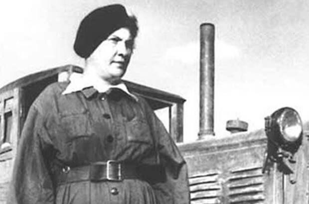 Прасковья Ангелина: почему трактористку-стахановку считали любовницей Сталина