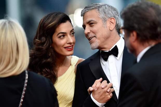 «На карантине я штопал детские вещи, а также платье моей жены»: Джордж Клуни о новых хобби