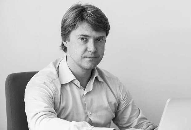 Ашурков, как и Певчих, продолжает скрываться от СМИ
