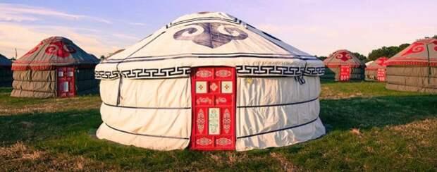Традиционные монгольские юрты. | Фото: thelovefields.com.