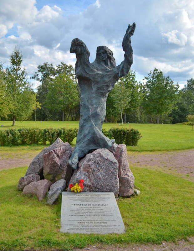 Сологубовка. Скульптура Трагедия войны. В народе ее называют памятником Ульяне Финагиной