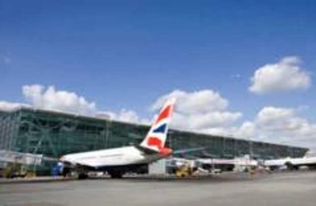 В аэропортах Лондона задержали более 500 рейсов