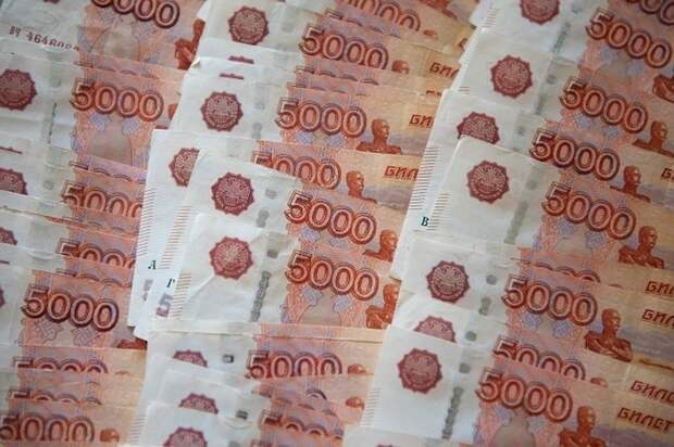 Таксист украл у клиентки коробку с миллионом рублей