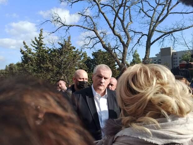 Глава Крыма возглавил рабочую группу, которая проверит законность всех строек в Форосе