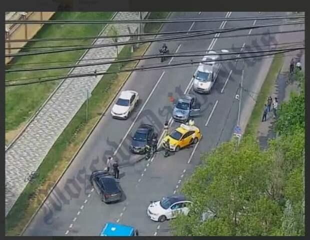 Инсульт у водителя такси спровоцировал аварию на улице Маршала Бирюзова