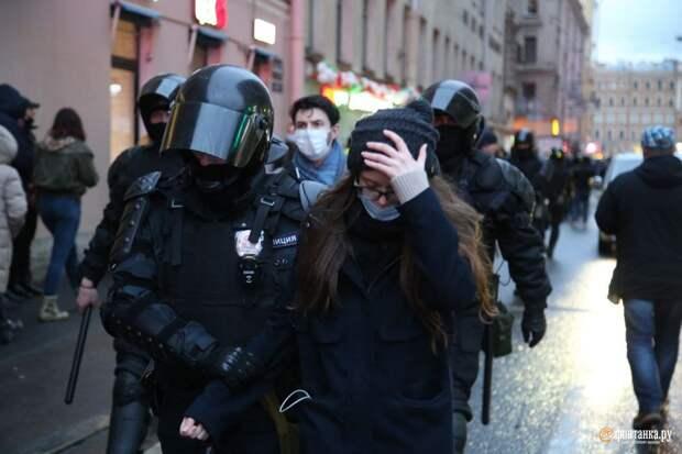 Протестующие дошли до Сенной площади. Начались массовые задержания
