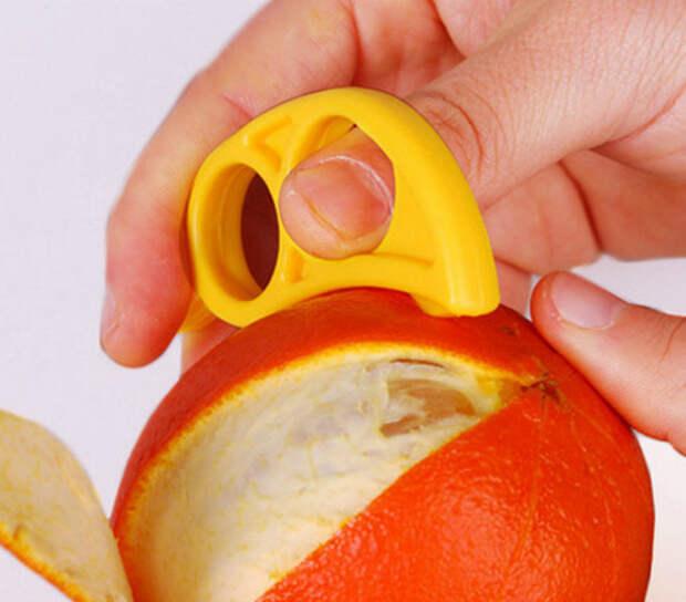 Устройство для чистки фруктов от кожуры.