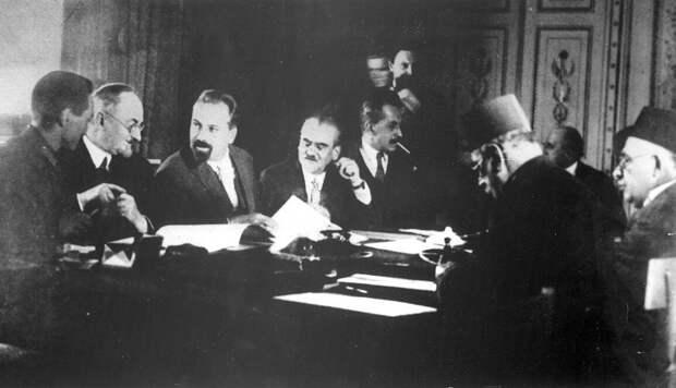 Подписание Советско-иранского договора о дружбе (1921). Общественное достояние