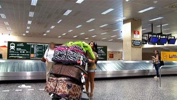 5. Уезжала на пару дней - брала только самое необходимое аэропорт, багаж, путешественники, фото, юмор