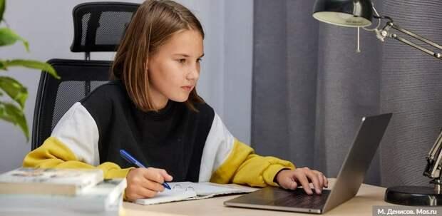 Дистанционное обучение помогло 5 тыс школьникам избежать COVID-19. Фото: М. Денисов mos.ru