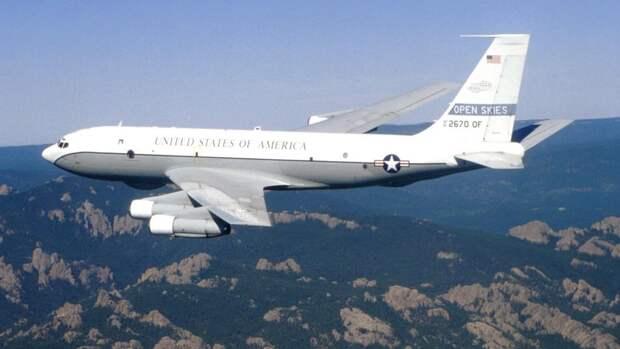 Самолет ВВС США Боинг OC-135B,совершающий облет в рамкахдоговора по открытому небу