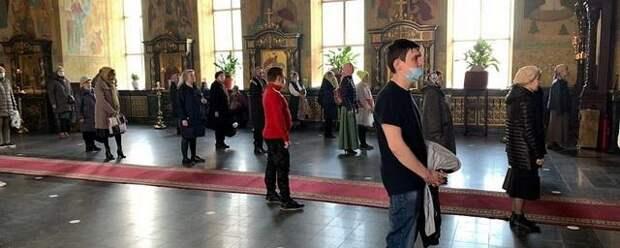 В храмах Кубани обязательны маски и соцдистанция