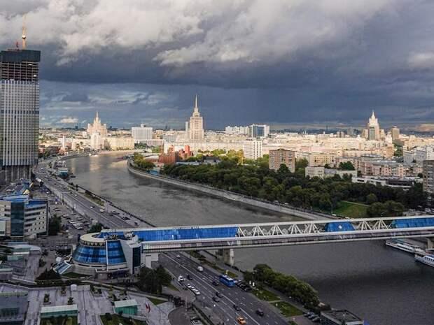 Москвичей предупредили о грозе и шквалистом ветре