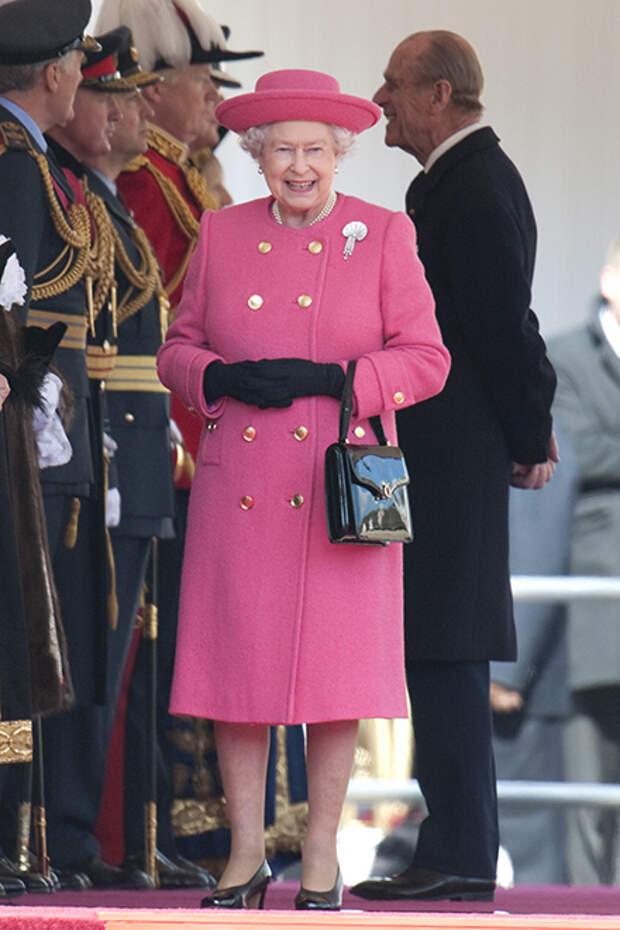 Королевская тайна: что находится в сумочке Елизаветы II