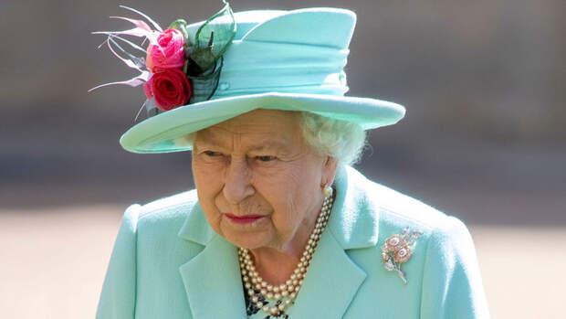 Елизавета II разрешила членам семьи начать информационную войну с принцем Гарри