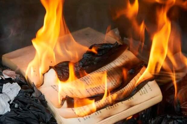 Будут ли в России гореть костры из книг, вслед за «Незнайкой на Луне» спектакль «Чиполино» запрещен к показу