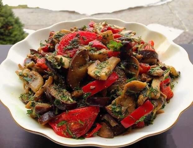 Шикарный вкусный салат из баклажан – на удивление всех гостей