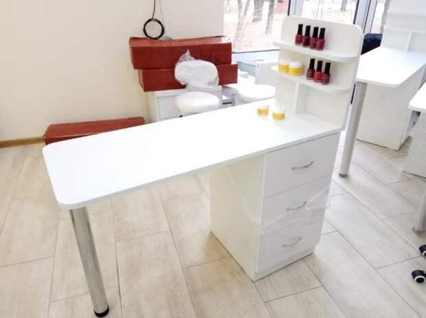 Маникюрный столик из того, что под рукой