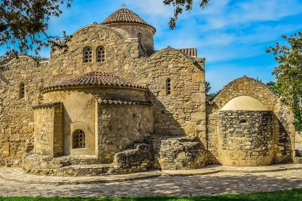 Россиян на Кипр с 1 апреля решили пускать без карантина