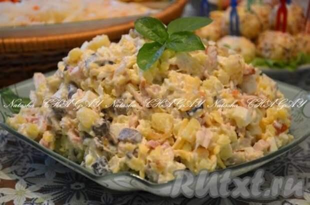 Рецепт салата с копченой курицей и грибами