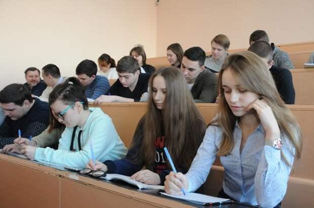 Правда или ложь: будущим первокурсникам будут выплачивать по 10 тысяч рублей?