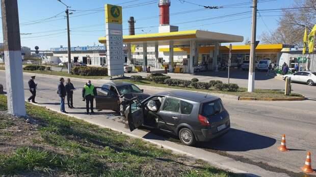 В Севастополе в столкновении двух авто погиб один из водителей