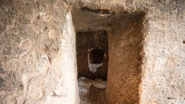 Британские ученые раскрыли тайну массовых смертей в древнеримских «вратах ада»