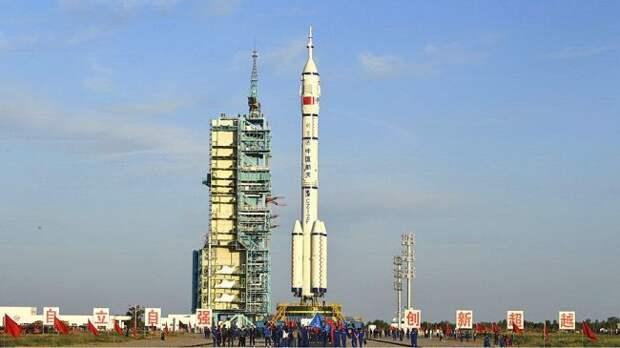 Китай впервые за пять лет запустил в космос пилотируемый корабль