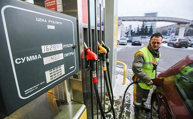 Бензин подешевел почти на 1% после критики Путина