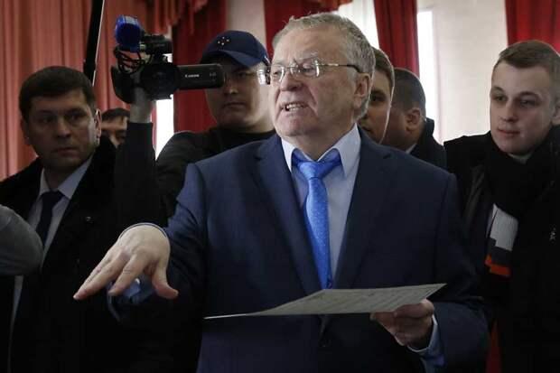 «Вова жжет»: Жириновский вслед за солистом «Раммштайна» спел «Любимый город»