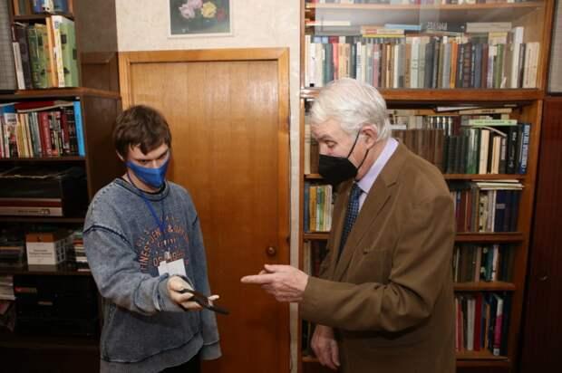 Волонтеры поздравили москвичей-блокадников от имени депутата Госдумы Ирины Белых