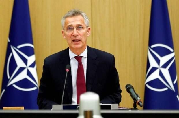 НАТО считает, что у границ с Украиной остаются «десятки тысяч» военных РФ